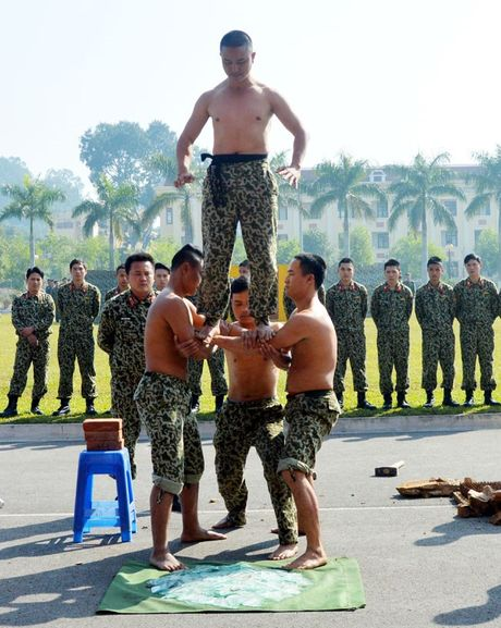 Than phuc dang cap khi cong, nganh cong cua dac cong Viet Nam - Anh 1