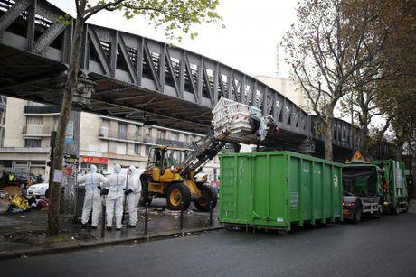 Don dep trai ti nan tam bo tren duong pho Paris - Anh 3