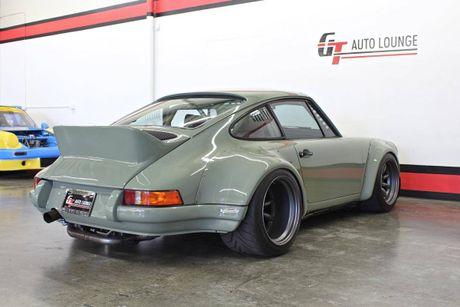 'Soi' Porsche 911 doi 1990 thua rieng gia 4,9 ty dong - Anh 10