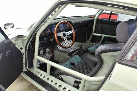 'Soi' Porsche 911 doi 1990 thua rieng gia 4,9 ty dong - Anh 5