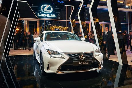 Lexus RC Turbo xuat hien tai Tuan le thoi trang 2016 - Anh 1