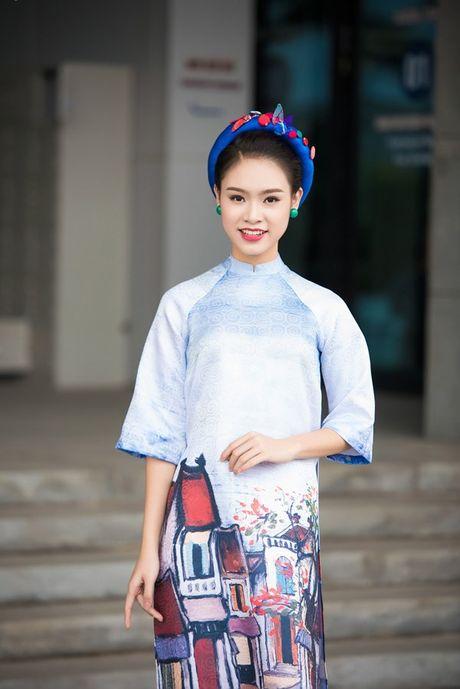'Nguoi dep truyen thong' Ngoc Van mac ao dai pho co lam MC - Anh 2