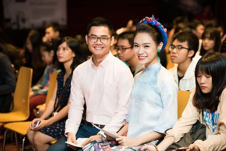 'Nguoi dep truyen thong' Ngoc Van mac ao dai pho co lam MC - Anh 4