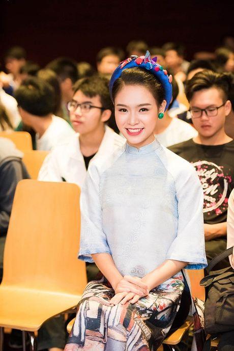 'Nguoi dep truyen thong' Ngoc Van mac ao dai pho co lam MC - Anh 5