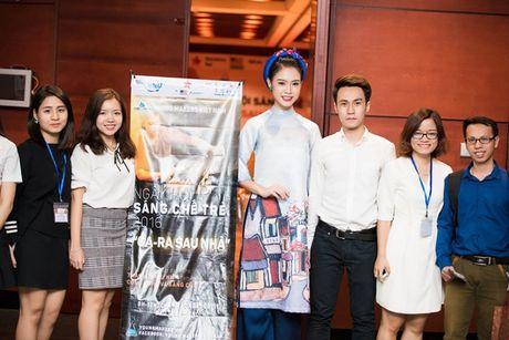 'Nguoi dep truyen thong' Ngoc Van mac ao dai pho co lam MC - Anh 9
