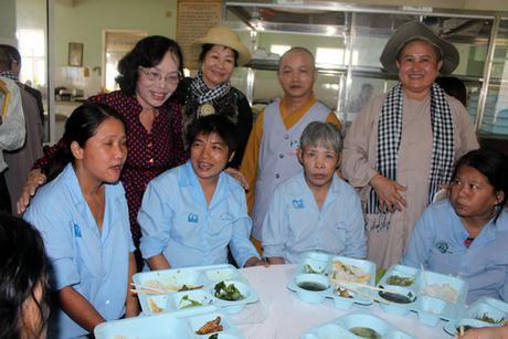Khai truong bep an tu thien tai benh vien Tam than Da Nang - Anh 1