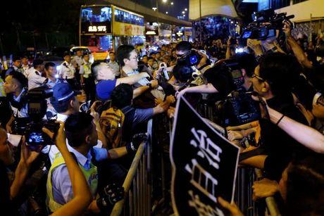 Hong Kong: Canh sat dung do nguoi bieu tinh, 4 nguoi bi bat giu - Anh 1