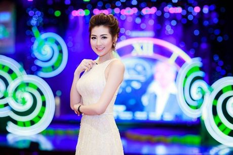 Tu Anh dien vay cong chua, deo trang suc 1,5 ty dong di event - Anh 5