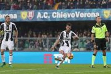 Chievo 1–2 Juventus (Vong 12 - Serie A) - Anh 1