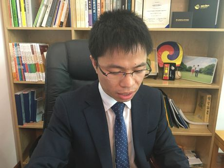 "Hieu truong Hoc vien Kinh te Sang tao len tieng sau clip ""chui"" hoc vien - Anh 2"