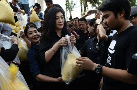 Cuu Thu tuong Thai Lan Yingluck Shinawatra di ban gao - Anh 1