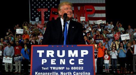 Viec kinh doanh cua Donald Trump bi anh huong lon - Anh 1