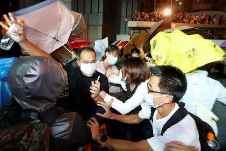 Phan doi Trung Quoc can thiep, Hong Kong dung do toi gan sang - Anh 2