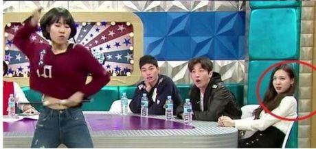 Na Yeon (Twice) bi nghi co thai do kho chiu voi cac thanh vien - Anh 7