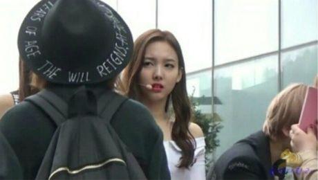 Na Yeon (Twice) bi nghi co thai do kho chiu voi cac thanh vien - Anh 8