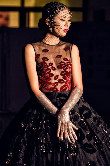Hau truong khong hao nhoang cua Vietnam International Fashion Week - Anh 2