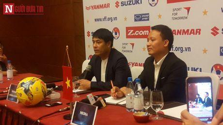 HLV Huu Thang up mo chuyen su dung Tuan Anh truoc Indonesia - Anh 2