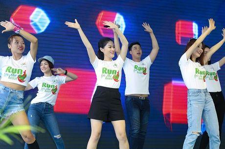 Ngoc Thanh Tam cung dan sao Viet xuong duong 'Chay vi trai tim' - Anh 11
