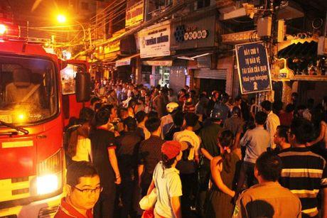 Chay o khu pho Tay-Bui Vien, nguoi dan hot hoang - Anh 2
