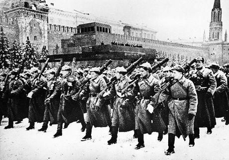Ngay 7/11/1941: Le duyet binh huyen thoai tu Quang truong Do thang ra mat tran - Anh 1