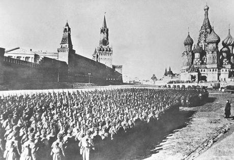 Ngay 7/11/1941: Le duyet binh huyen thoai tu Quang truong Do thang ra mat tran - Anh 4