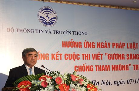 Trao giai cuoc thi viet 'Guong sang trong dau tranh phong chong tham nhung' - Anh 1