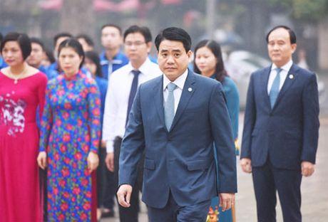 Lanh dao Ha Noi dat vong hoa tuong niem tai tuong dai Le Nin - Anh 2