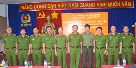 Tong cuc Canh sat Khai giang lop boi duong cong tac Dang phia Nam - Anh 1