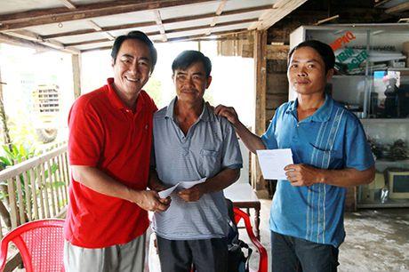 Khen thuong 2 chu tau cuu 6 cong an bi lat ca no - Anh 1