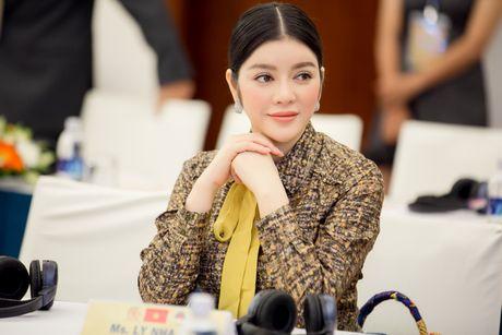 Ly Nha Ky dien ca 'cay' hang hieu sang chanh du su kien - Anh 4
