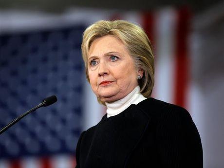 """FBI """"go diem"""" muon mang cho ba Clinton - Anh 1"""