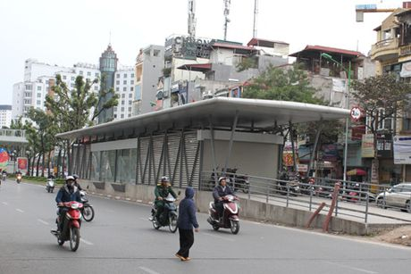 Buyt nhanh BRT chay nuoc rut ve dich - Anh 1