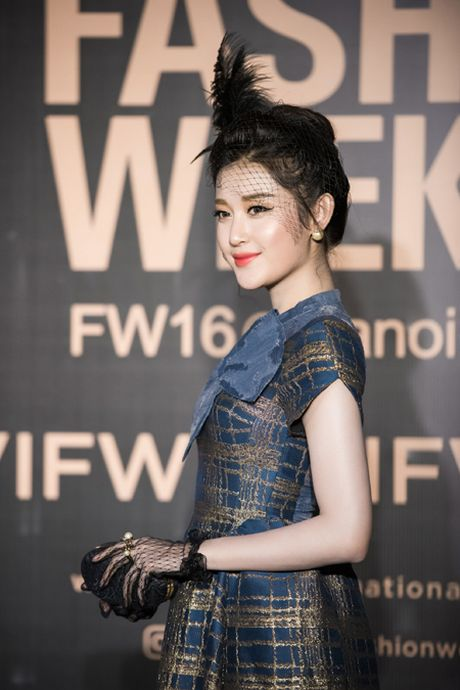 Hoa hau My Linh 'do sac' voi chi em A hau Thanh Tu - Tra My - Anh 10