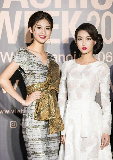 Hoa hau My Linh 'do sac' voi chi em A hau Thanh Tu - Tra My - Anh 3