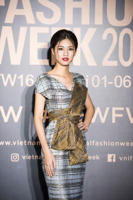 Hoa hau My Linh 'do sac' voi chi em A hau Thanh Tu - Tra My - Anh 7