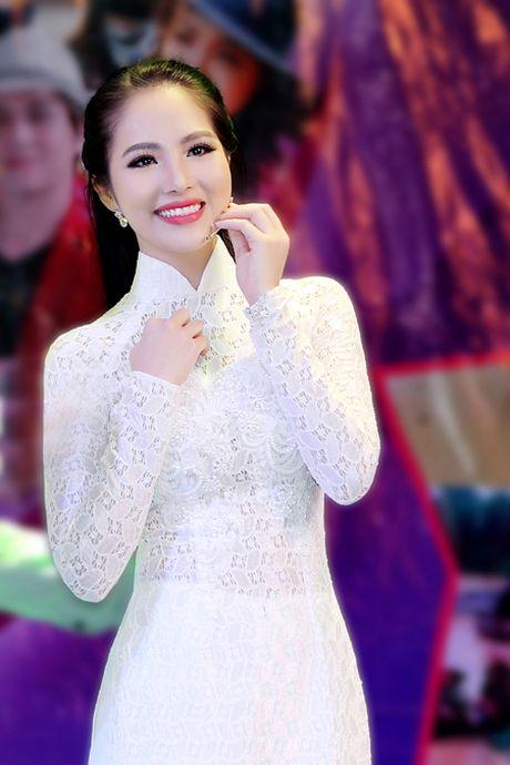Hoa hau Duong Kim Anh bat ngo chinh phuc con duong ca hat - Anh 1