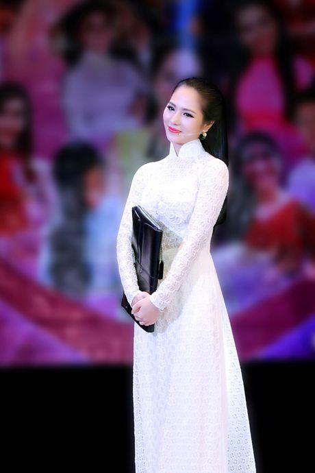Hoa hau Duong Kim Anh bat ngo chinh phuc con duong ca hat - Anh 2