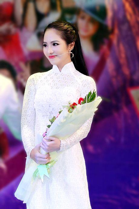 Hoa hau Duong Kim Anh bat ngo chinh phuc con duong ca hat - Anh 3