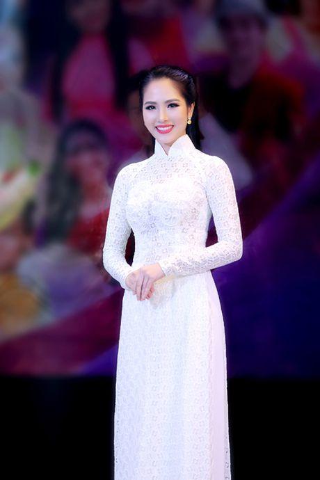 Hoa hau Duong Kim Anh bat ngo chinh phuc con duong ca hat - Anh 4