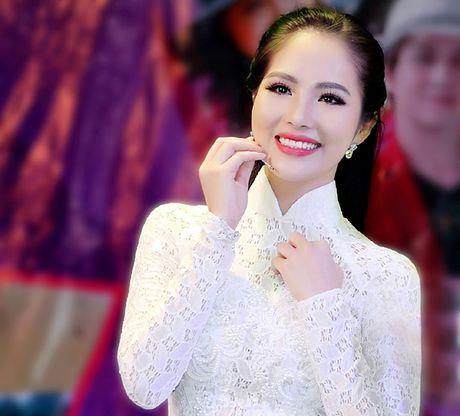 Hoa hau Duong Kim Anh bat ngo chinh phuc con duong ca hat - Anh 5