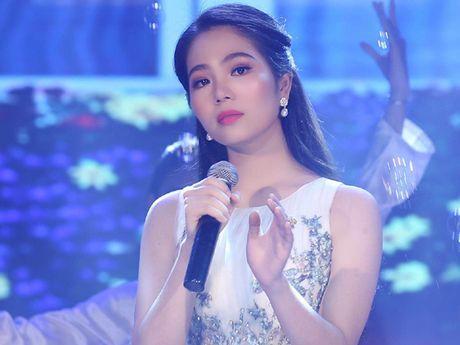 Hoa hau Duong Kim Anh bat ngo chinh phuc con duong ca hat - Anh 6