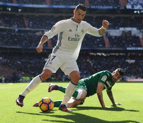 Ronaldo gia han hop dong khung voi Real - Anh 3