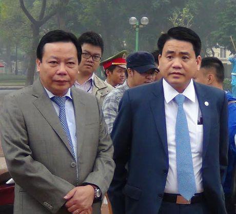 Chu tich UBND Ha Noi Nguyen Duc Chung dang hoa tuong niem tai Tuong dai V.I Lenin - Anh 2