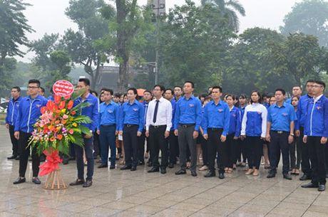 Chu tich UBND Ha Noi Nguyen Duc Chung dang hoa tuong niem tai Tuong dai V.I Lenin - Anh 3
