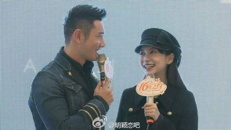 Don sinh nhat cung fan, Huynh Hieu Minh van khong quen 'ninh kheo' ba xa Angela Baby tren san khau - Anh 3