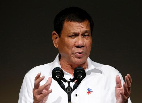 Ong Duterte 'gian' My, huy thoa thuan mua 26.000 sung truong - Anh 1