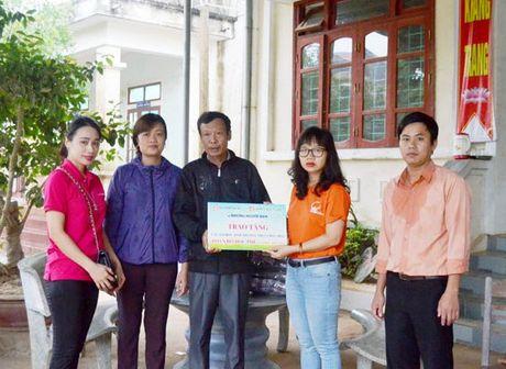 Mien 5 nam hoc phi cho hoc sinh vung lu Quang Binh - Anh 1