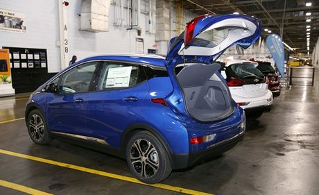 Xe dien gia re Chevy Bolt duoc san xuat dong loat - Anh 1