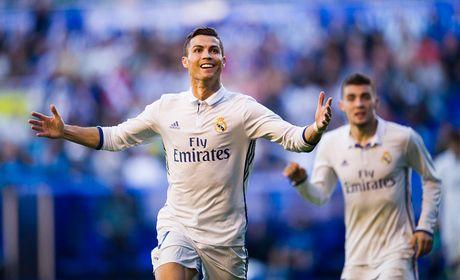 Real gia han voi Ronaldo, luong khong thap hon Bale - Anh 1