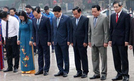 Ong Nguyen Duc Chung dat vong hoa tuong niem V.l Lenin - Anh 3